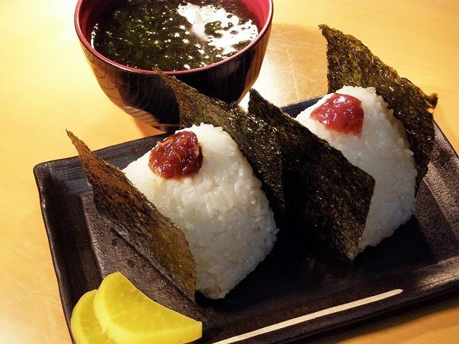 waon660⑬おにぎり(アーサー汁付き)400円